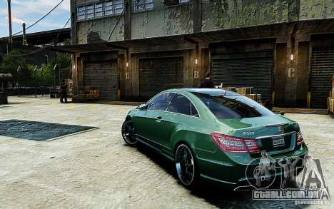 Mercedes Benz E500 Coupe para GTA 4 esquerda vista