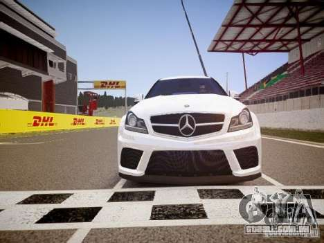 Mercedes-Benz C63 AMG Stock Wheel v1.1 para GTA 4 vista lateral