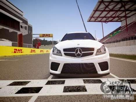 Mercedes-Benz C63 AMG Stock Wheel v1.1 para GTA 4 vista lateral