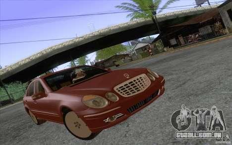 Mercedes-Benz E320 para GTA San Andreas esquerda vista