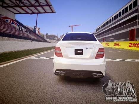 Mercedes-Benz C63 AMG Stock Wheel v1.1 para GTA 4 vista direita
