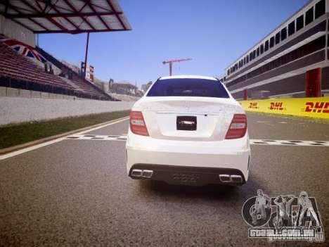 Mercedes-Benz C63 AMG Stock Wheel v1.1 para GTA 4 vista direita