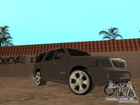 Lincoln Navigator 2004 para GTA San Andreas esquerda vista