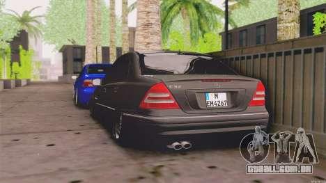Mercedes-Benz C32 AMG para GTA San Andreas traseira esquerda vista