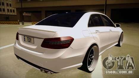 Mercedes-Benz E63 6.3 AMG Tedy para GTA San Andreas vista direita