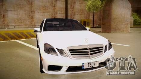 Mercedes-Benz E63 6.3 AMG Tedy para GTA San Andreas esquerda vista