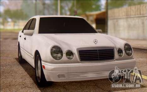 Mercedes-Benz E420 v2.0 para GTA San Andreas esquerda vista