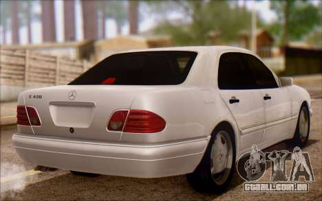 Mercedes-Benz E420 v2.0 para GTA San Andreas traseira esquerda vista