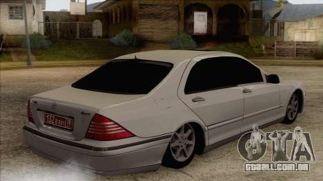 Mercedes-Benz W220 S500 4matic para GTA San Andreas esquerda vista