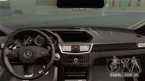 A Mercedes-Benz E63 AMG 2014 ДПС para GTA San Andreas traseira esquerda vista