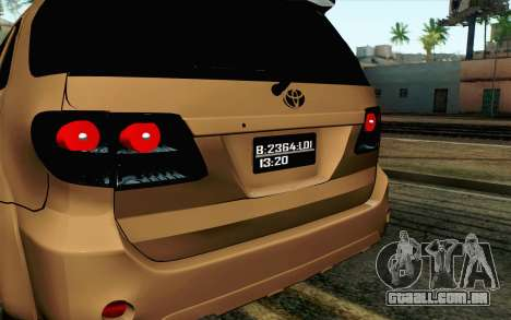 Toyota Fortuner 2014 4x4 Off Road para GTA San Andreas vista direita