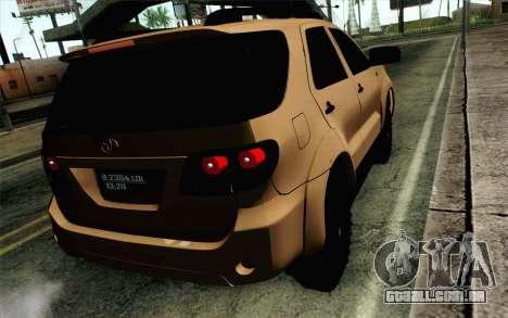 Toyota Fortuner 2014 4x4 Off Road para GTA San Andreas esquerda vista