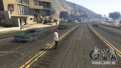A explosão deixou os pneus de carros nas proximi para GTA 5