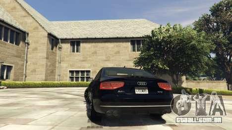 GTA 5 Audi A8 v1.1 traseira vista lateral esquerda