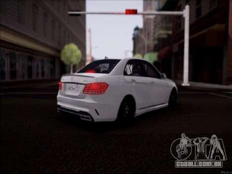 Mercedes-Benz E63 para GTA San Andreas traseira esquerda vista
