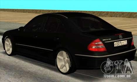 Mercedes-Benz E55 W211 AMG para GTA San Andreas traseira esquerda vista