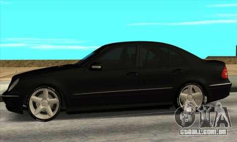 Mercedes-Benz E55 W211 AMG para GTA San Andreas esquerda vista