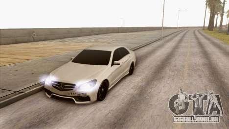 Mercedes-Benz E63 v.2 para GTA San Andreas traseira esquerda vista