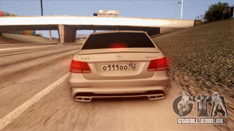 A Mercedes-Benz Е63 para vista lateral GTA San Andreas