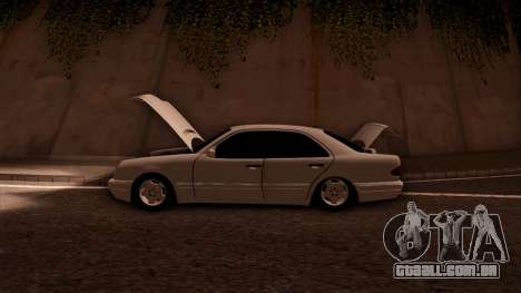 Mercedes-Benz E420 para GTA San Andreas vista inferior