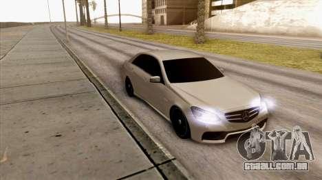 Mercedes-Benz E63 v.2 para GTA San Andreas esquerda vista