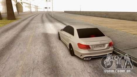 Mercedes-Benz E63 v.2 para GTA San Andreas vista direita